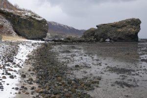 山中海岸にある左右二つの岩